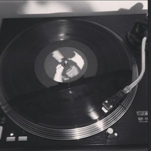 Gramofon na katerem se vrti gramofonska plošča