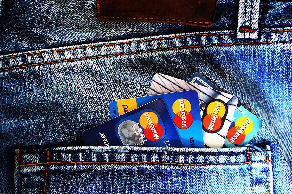 Ali je brezstično plačevanje z bančnimi karticami varno?