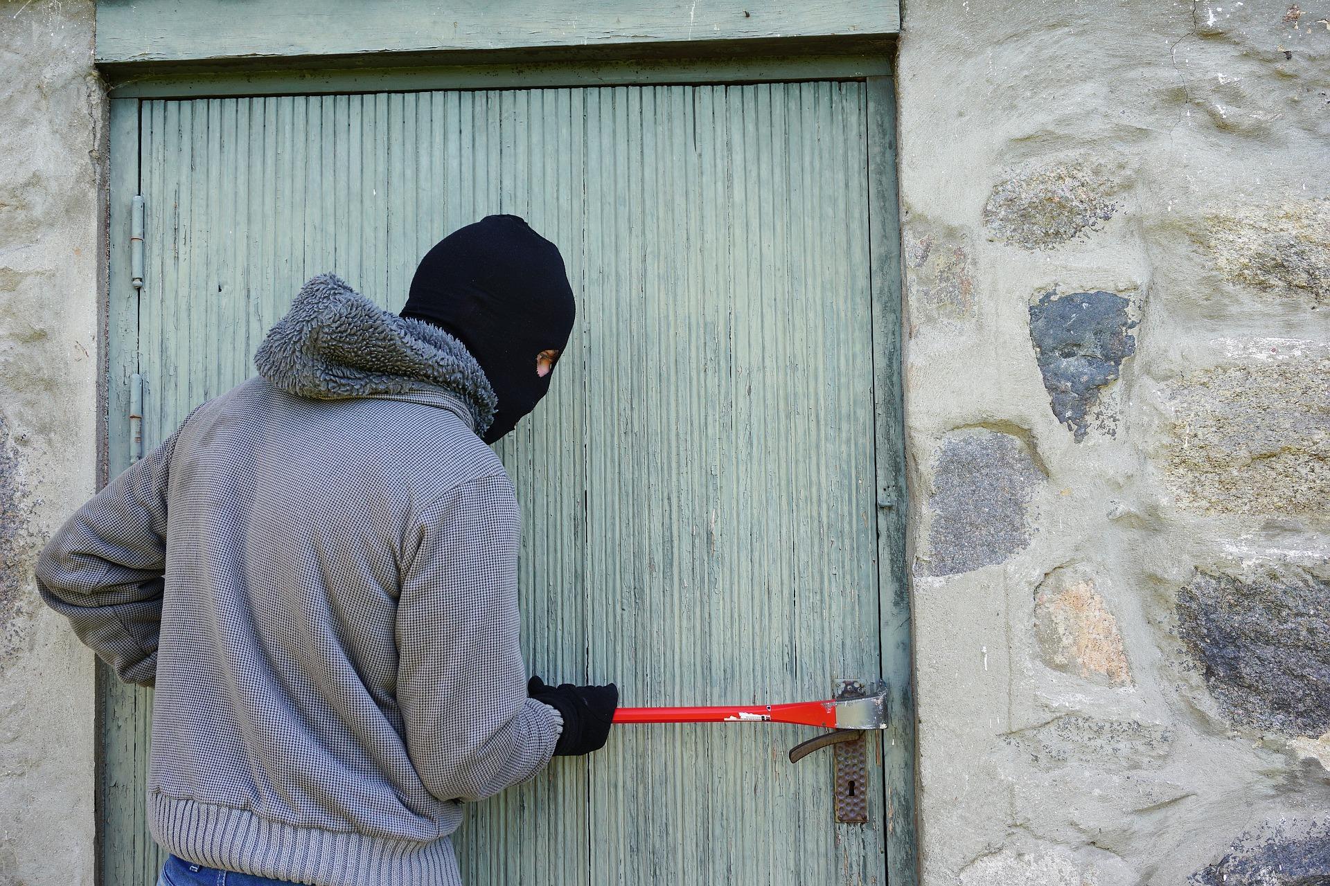 Kako vhodna vrata pripomorejo k varnosti vašega doma?